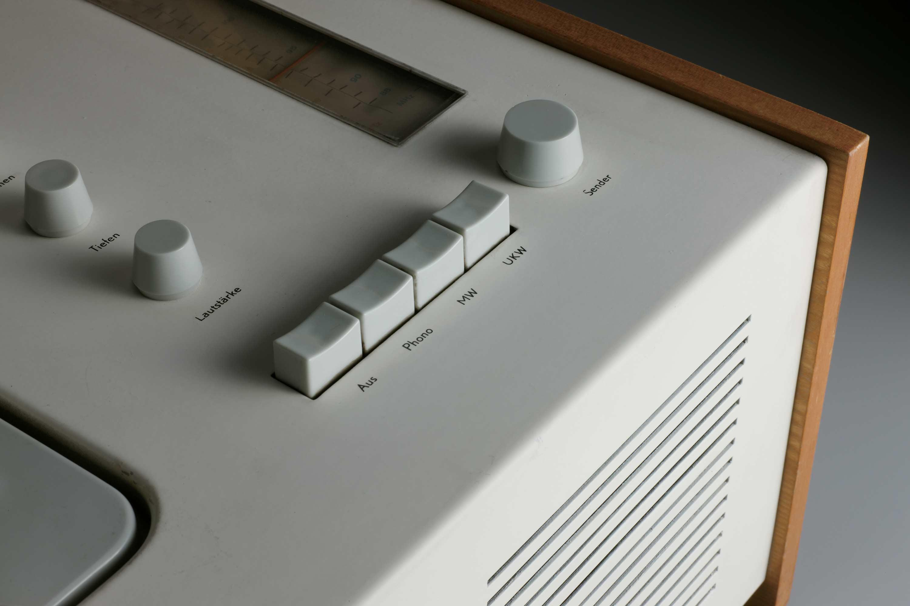 SK-4-Radio-phono-combination-designed-by-Dieter-Rams-and-Hans-Gugelo.jpg